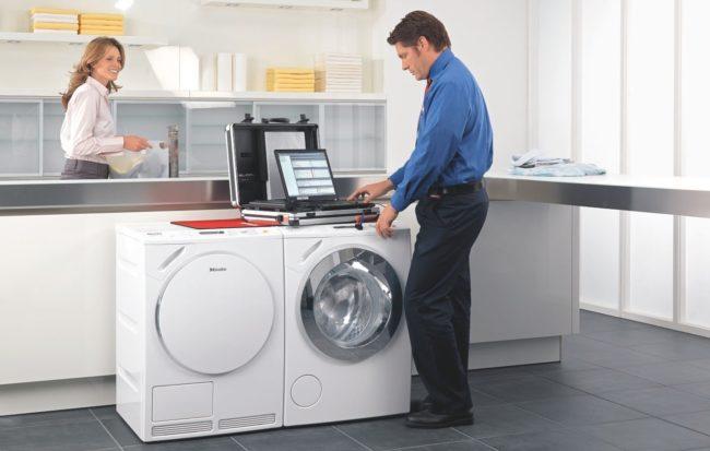 Miele Siemens Bosch Samsung AEG Liebherr Gaggenau Neff Electrolux Bauknecht Smeg Techniker